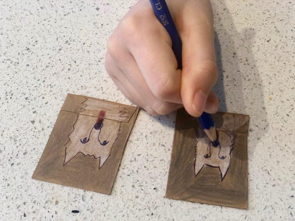 Cartes avec boîte de carton